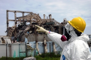 An IAEA inspector examines the remains of reactor 3 at Fukushima Daiichi (5/27/11) (photo: Greg Webb/IAEA imagebank)